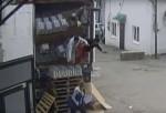 Un accidente hizo caer 40 cajas de vodka