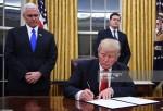 Donald Trump firma las nuevas medidas migratorias