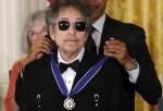 Bob Dylan irá a Estocolmo para recibir el premio Nobel de literatura.